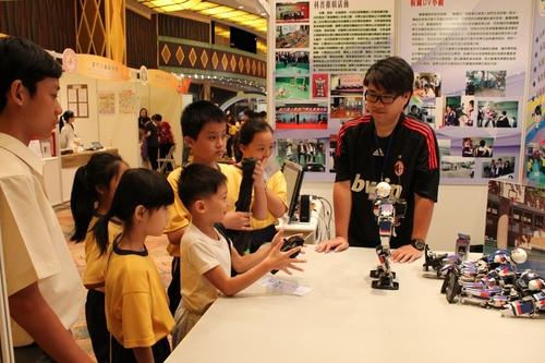 2010科技活动周暨科普成果展超过万二人参观