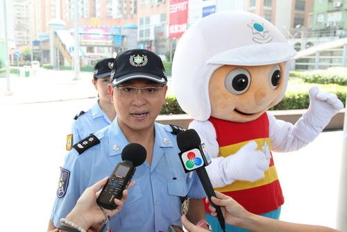 澳门警�_治安警察局行人过马路交通宣传 - 澳门特别行政区政府