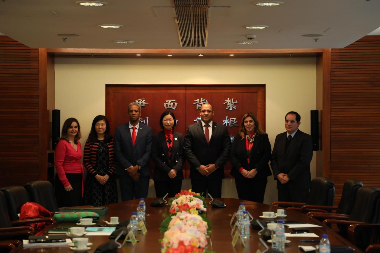 葡�Z系��家�v澳代表�L澳�T理工�W院促加��高等教育合作