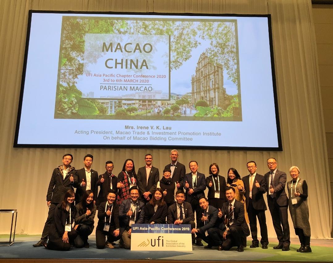 """貿促局代表及UFI澳門區會員單位代表在東京2019年度 """"國際展覽業協會(UFI) 亞太區會議""""上合影"""