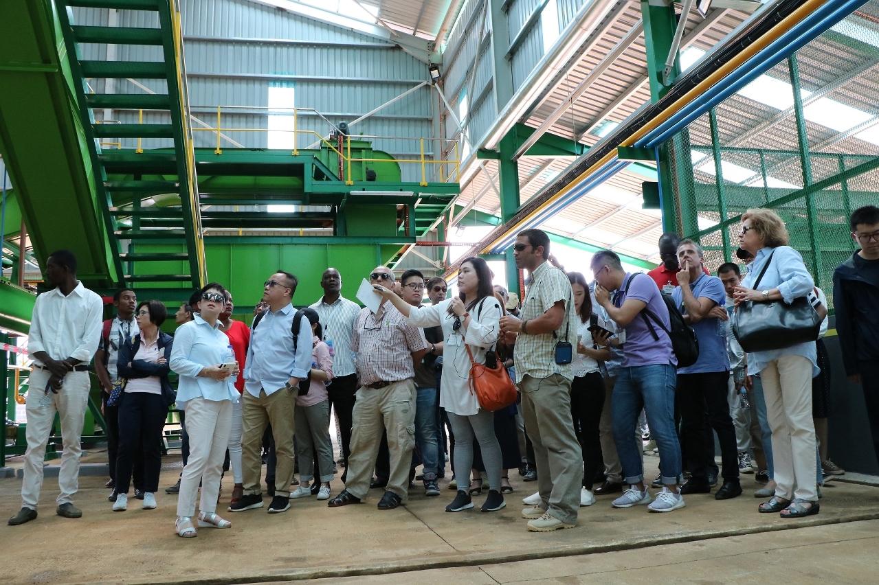 澳門企業家代表團成員參觀聖多美和普林西比當地企業