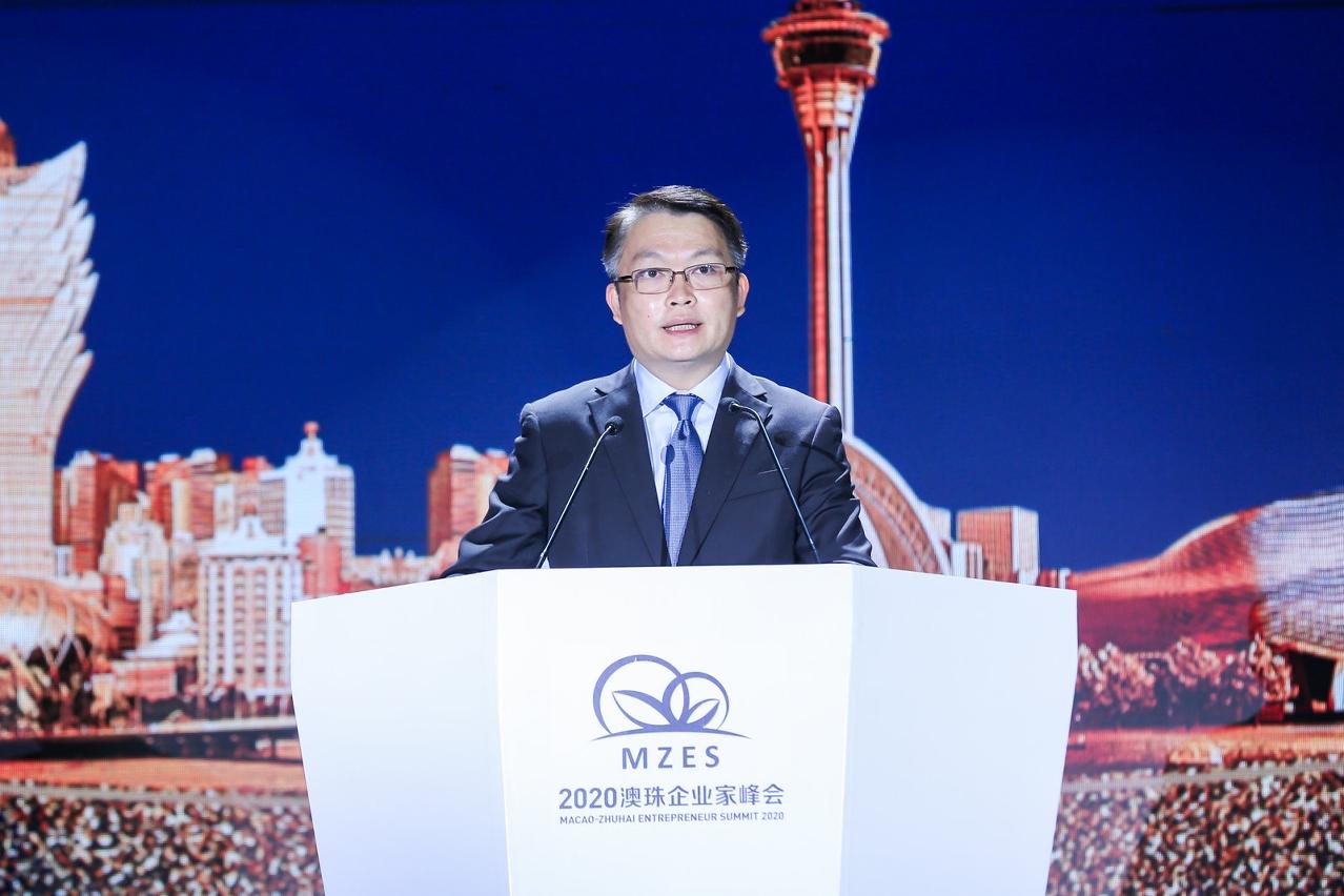 澳門特別行政區行政長官代表、澳門特別行政區政府經濟財政司司長李偉農致辭。