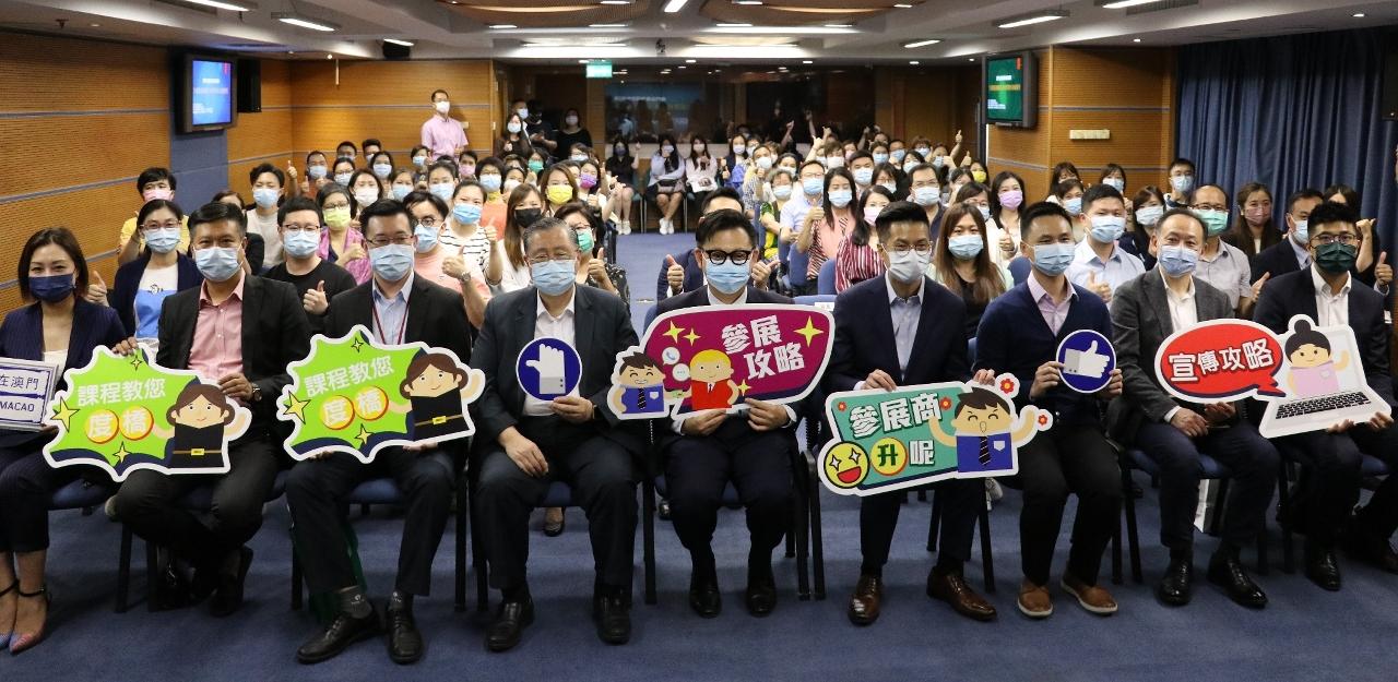 澳門貿易投資促進局主席劉偉明與學員合照