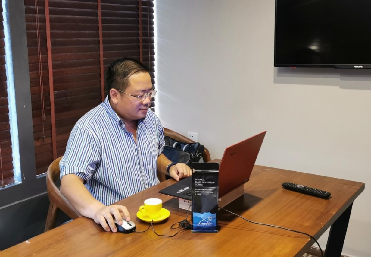 廣東省餐飲服務行業協會副會長、帝芬諾咖啡連鎖創始人龍天翔分享。