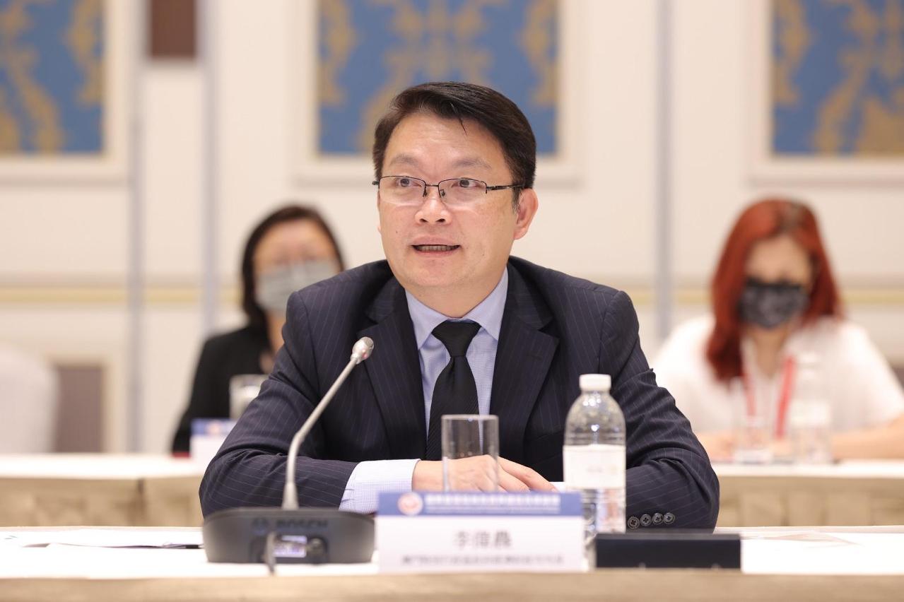 澳門特別行政區政府經濟財政司司長李偉農在會上發言